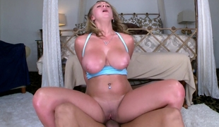 Broad in the beam titted Brooke Wylde riding on a dick