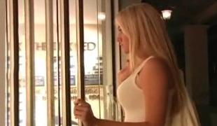 amatør amerikansk vakker blonde kropp sjarmerende kjole ben langt hår offentlig
