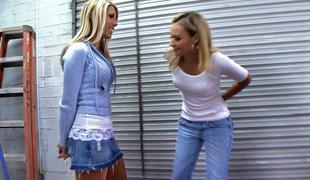 amatør vakker store pupper blonde kjole lesbisk slikke langt hår olje truser