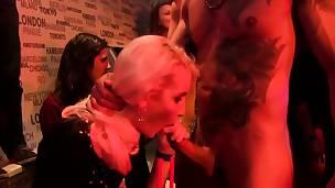 blonde blowjob brunette cfnm tsjekkisk gruppe gruppesex hardcore hd jobb