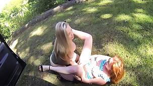 amatør babe blonde fingring hd lesbisk utendørs offentlig leketøy