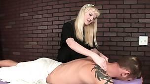 Coarse masseuse dominates customer with hj