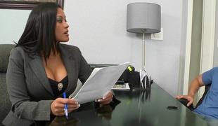 ass stor rumpe store pupper brunette ansikt kåt milf kontor strippe garvet
