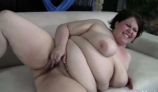 Fresh-faced BBW Khloe Kanyon masterbates 'til this babe orgasms