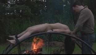 amatør bdsm svart blowjob bondage brunette deepthroat ansikt skog puling