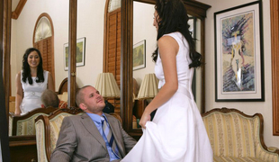 Horny brunette bride acquires naile by a guest